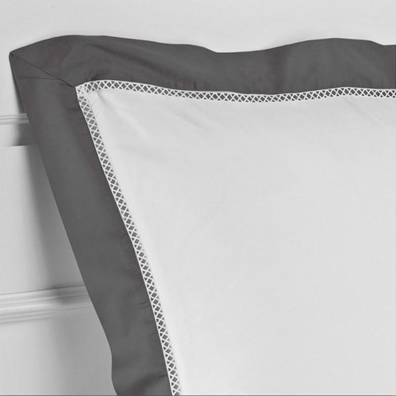 taie d 39 oreiller 50x70 jour crois luxe satin de coton 120 fils cm trianon la compagnie du blanc. Black Bedroom Furniture Sets. Home Design Ideas