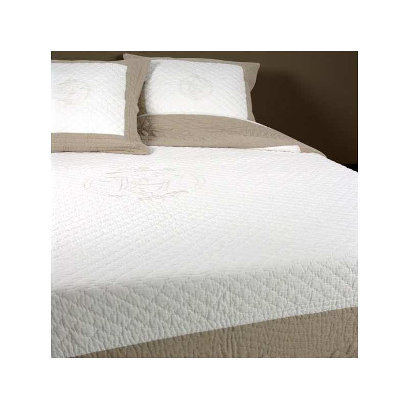 couvre lit boutis v nus 230x250 2 taies 65x65 la compagnie du blanc. Black Bedroom Furniture Sets. Home Design Ideas