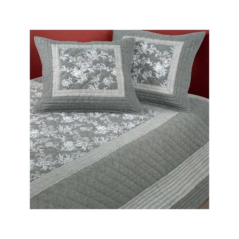 couvre lit boutis sumatra 240x260 2 taies 65x65 la compagnie du blanc. Black Bedroom Furniture Sets. Home Design Ideas