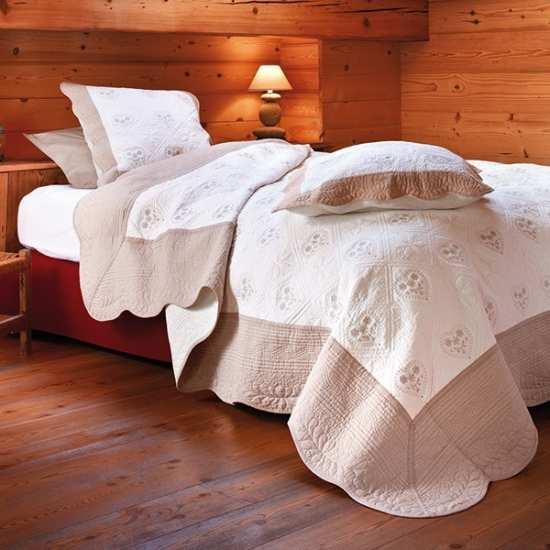 couvre lit boutis ecru Couvre lits boutis cervino lin   La Compagnie du Blanc couvre lit boutis ecru
