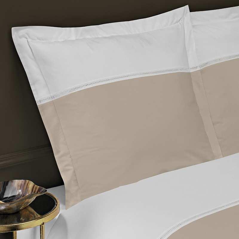 linge de lit jour chelle la compagnie du blanc. Black Bedroom Furniture Sets. Home Design Ideas