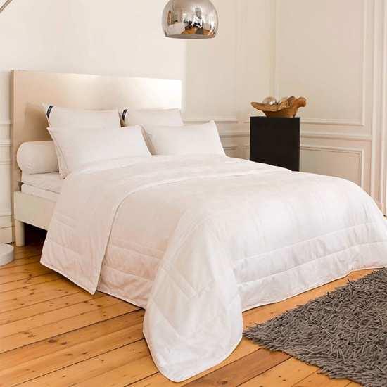 couette naturelle ou synthtique couette t synthtique himalaya with couette naturelle ou. Black Bedroom Furniture Sets. Home Design Ideas