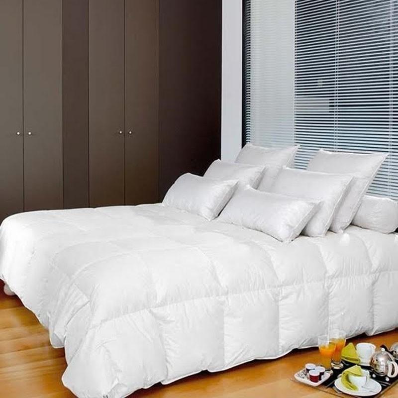 couette double 4 saisons synth tique et naturelle duvet d 39 oie canard la compagnie du blanc. Black Bedroom Furniture Sets. Home Design Ideas